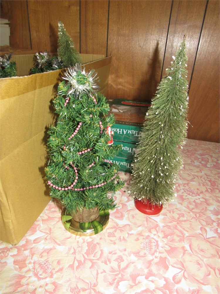 BlindSquirrelAuctions - Christmas Tree Toppers & Small Trees